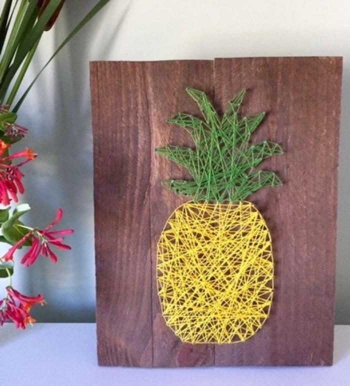bricolage facile, string art, activites manuelles été, des files croisés sur une planche en bois, deco tropicale