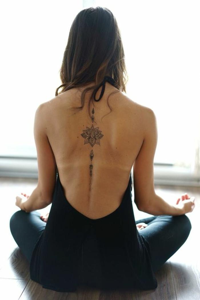 Modèle de tatouage pour femme tattoo lotus sur le dos femme
