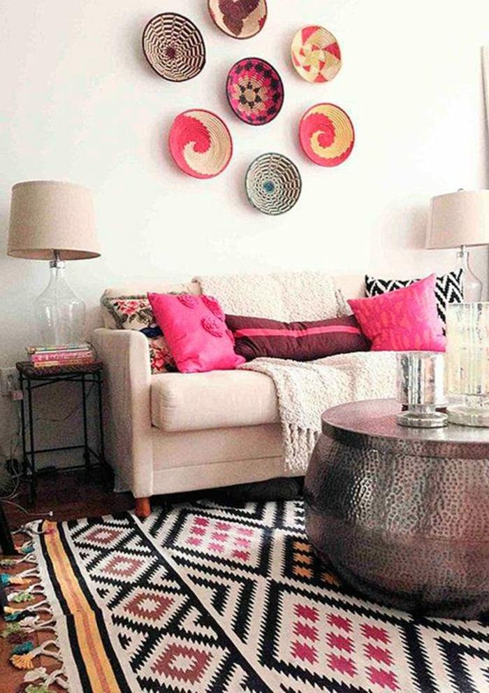 tapis ethnique, aménagement ethnique, décoration murale originale, coussins roses