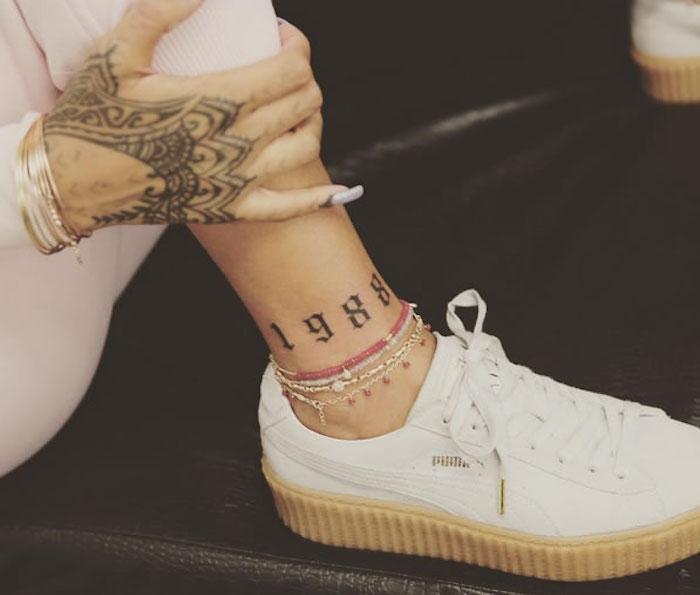 idée tatouage a la cheville tattoo année de naissance 1988 sur pied