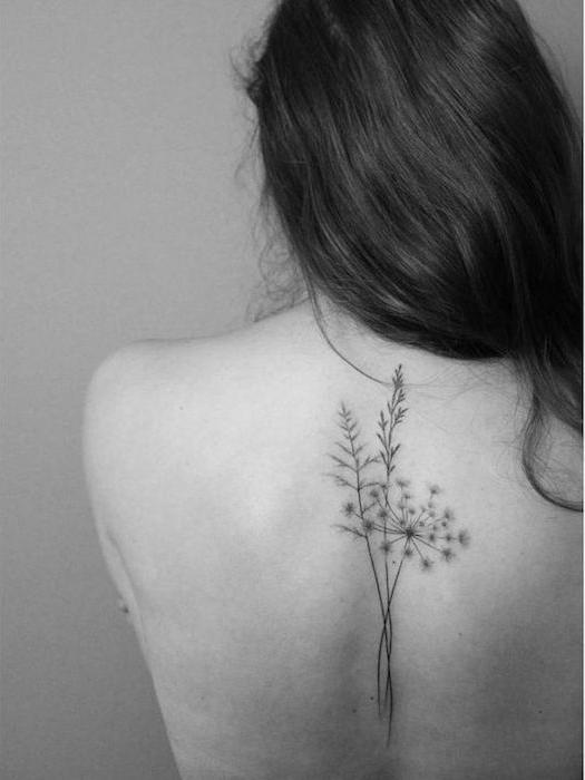 tatouages femmes milieu dos tattoo fleurs plantes femme