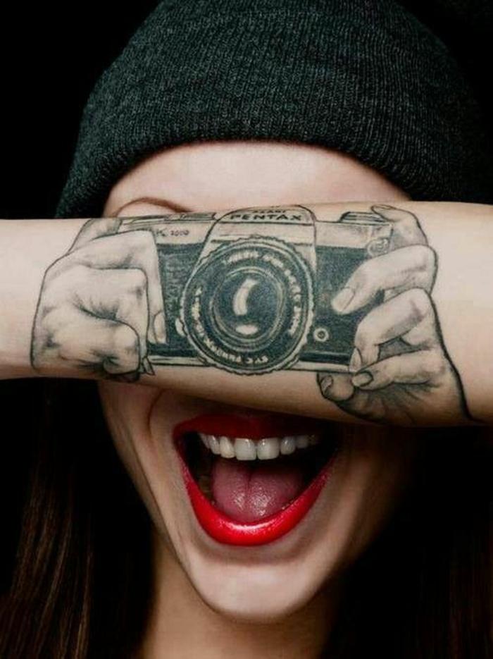 Appareil de photo tatouage noir sans couleur old school tattoo old school