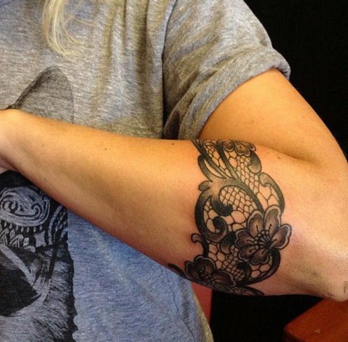 tatouage tour de bras femme fleur | kolorisse developpement