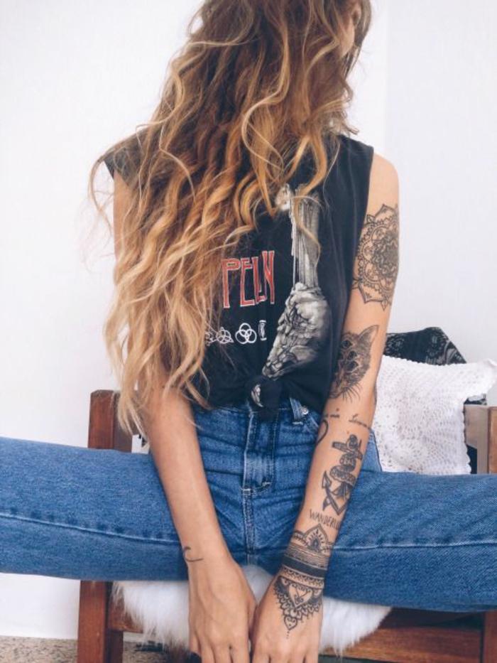 Tatouage old school femme tatouage as de pique chat et mandala cool manchette tatouée