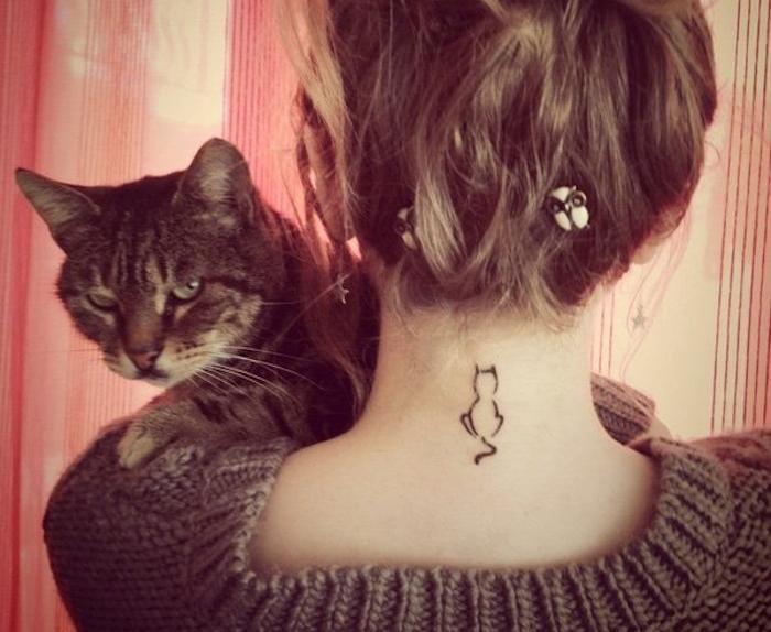 tatouage cou femme tatoo nuque tatouages de chat feminin