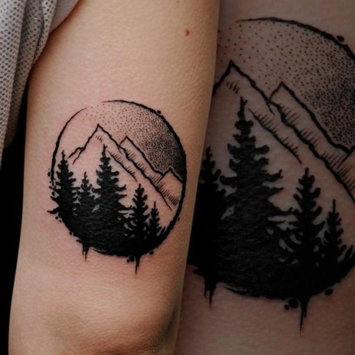 tatouage feminin, modèle de dessin original, sommets et forêt de pins en noir