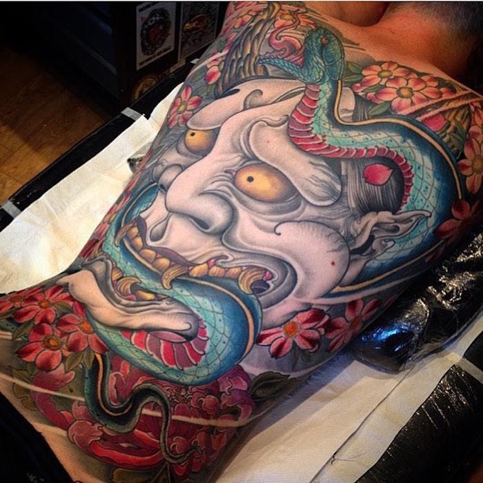 tattoo japonais dos entier homme masque nio serpent symbole japon tattoo