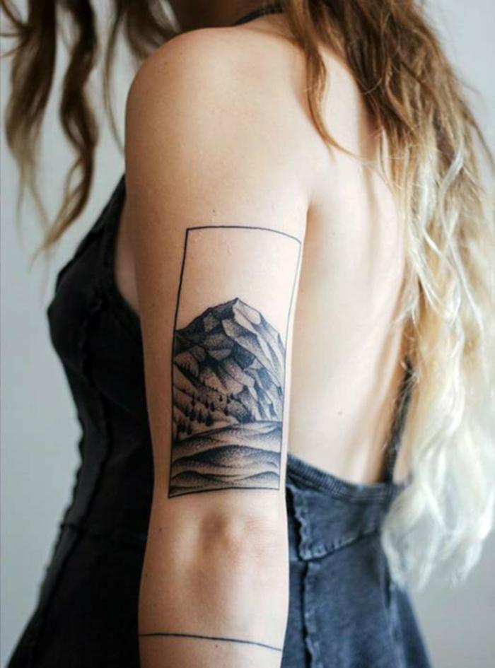 tatouage montagne, grand rectangle et montagne tatouée sur le bras