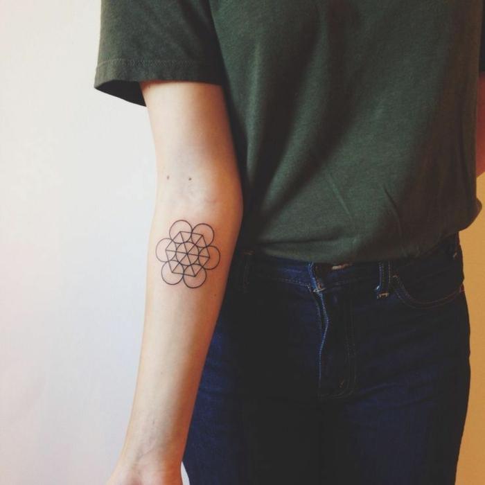 Styles tatouages tattoo coeur simple taouage etoile geometrique cercles