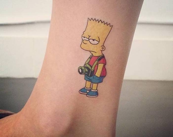 tattoo bart simpson en couleurs comme tatouage a la cheville