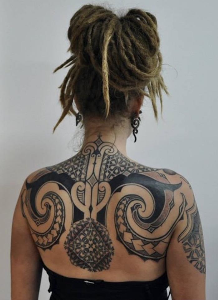 1001 id es tatouage dos ce tattoo que je ne saurais voir. Black Bedroom Furniture Sets. Home Design Ideas