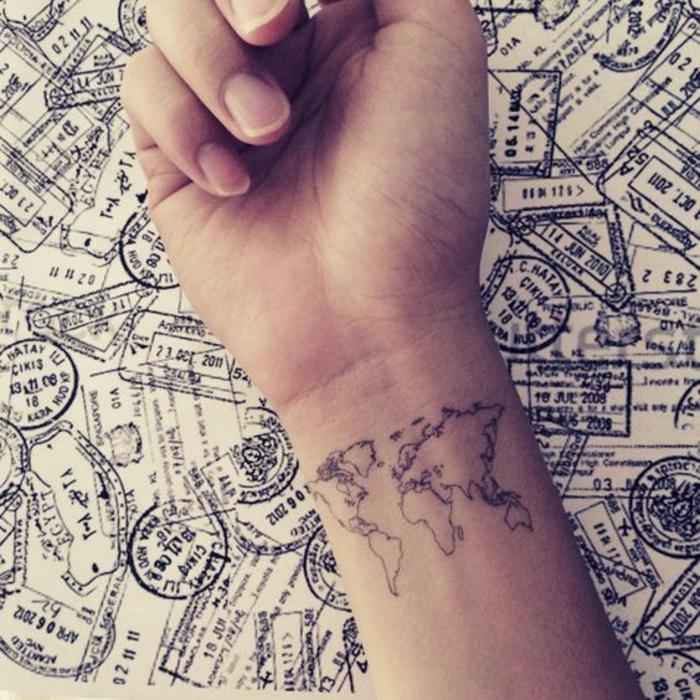 Beau tatouage poignet femme tatouage femm chouette la carte du monde tatouage poignet