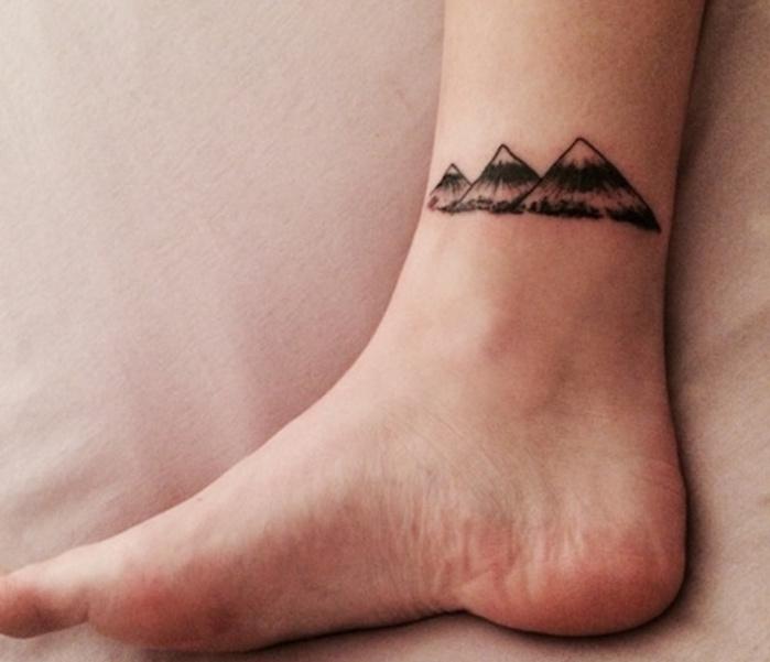 tatouage montagne cheville tattoo montages sur chevilles ou pieds