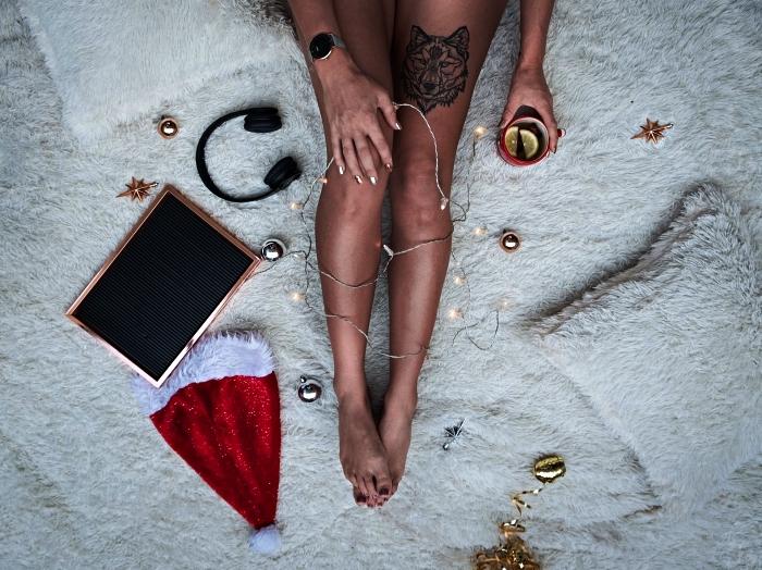 tatouage géométrique tête de loup sur la cuisse, idée tatouage cuisse femme à design géométrique