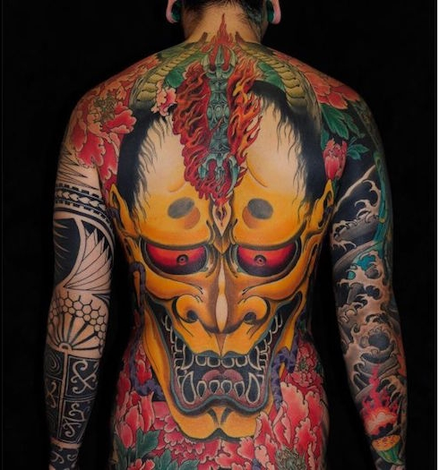tatouage yakuza tattoo japonais dos complet symbole tradition japon masque nio