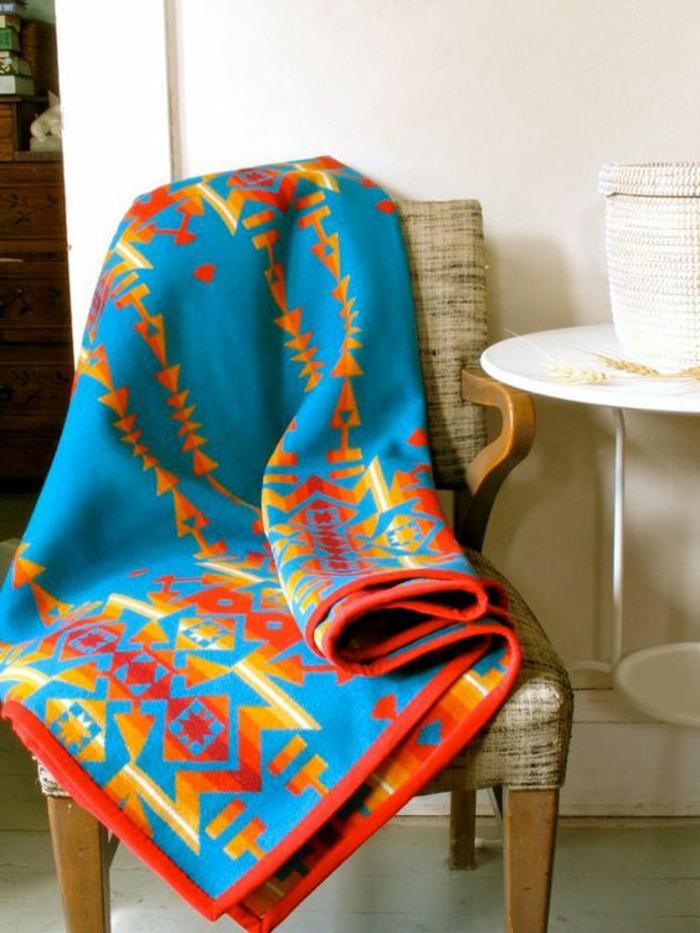 tissu ethnique, plaid bariolé, motifs aztèques, décoration avec tissus exotiques
