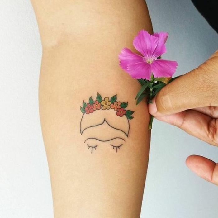 Frida Kahlo silhouette beau tatouage Frida tatou couronne de fleurs sur la tete de frida kahlo stylisé