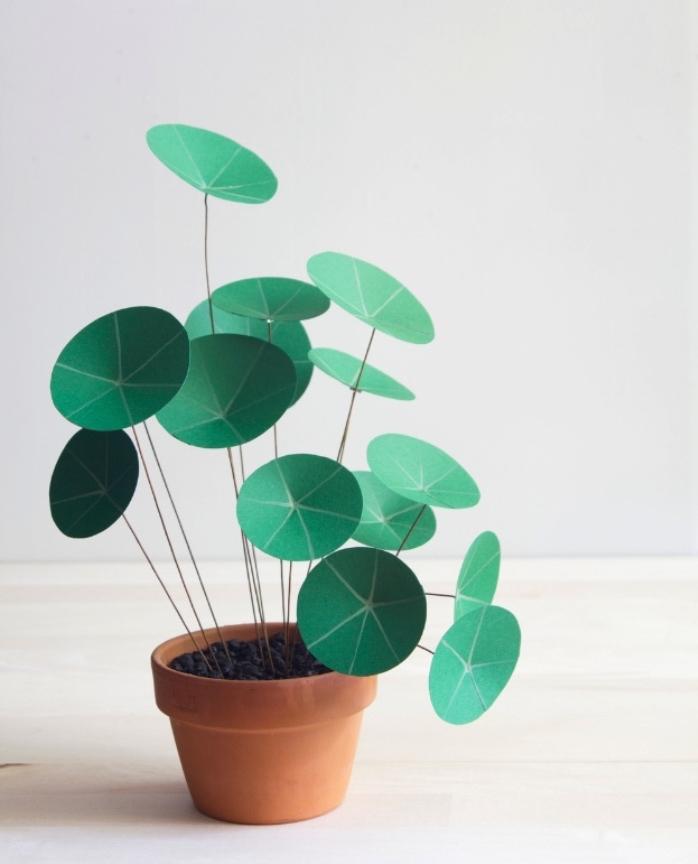 deco interieur, pot de fleur, avec une plante artificielle en papier, acivité créative été