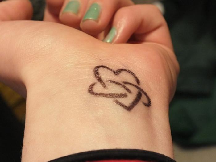 Le tatouage pin up old school dessin old school tattoo style coeur