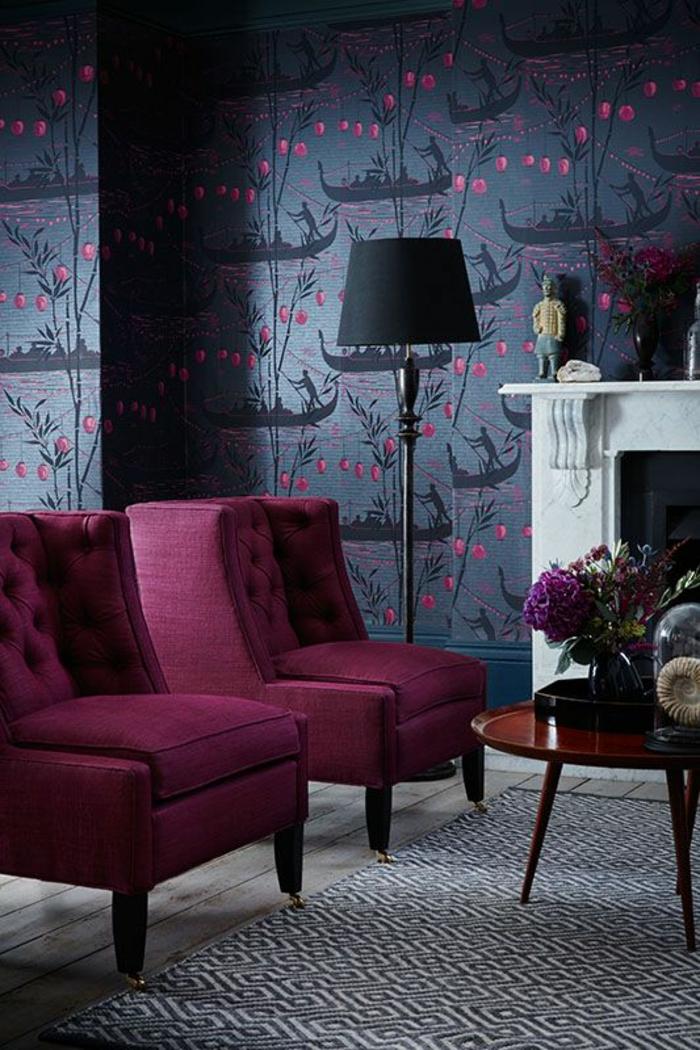 fuschia rose magenta combinaison avec du gris et des touches de rose au mur avec un lampadaire noir