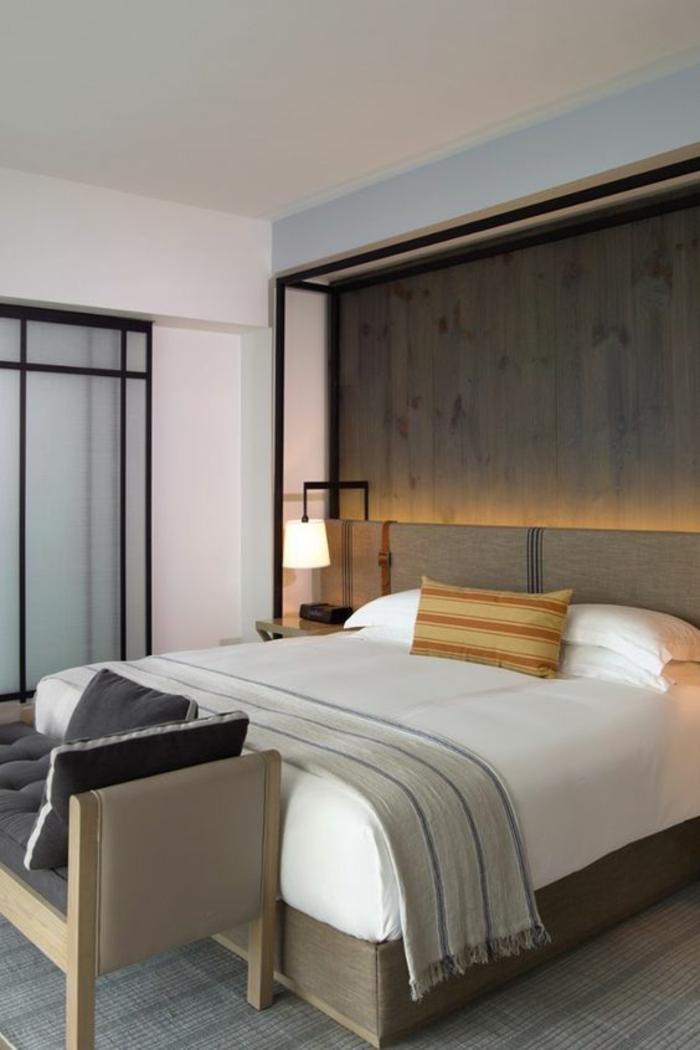 chambre design ambiance relaxée zen esprit minimaliste avec des accents en métal noir