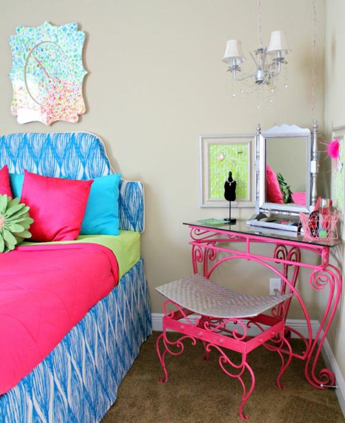 couleur fuchsia en combinaison avec du bleu turquoise chambre a coucher avec des meubles en metal couleur fuchsia