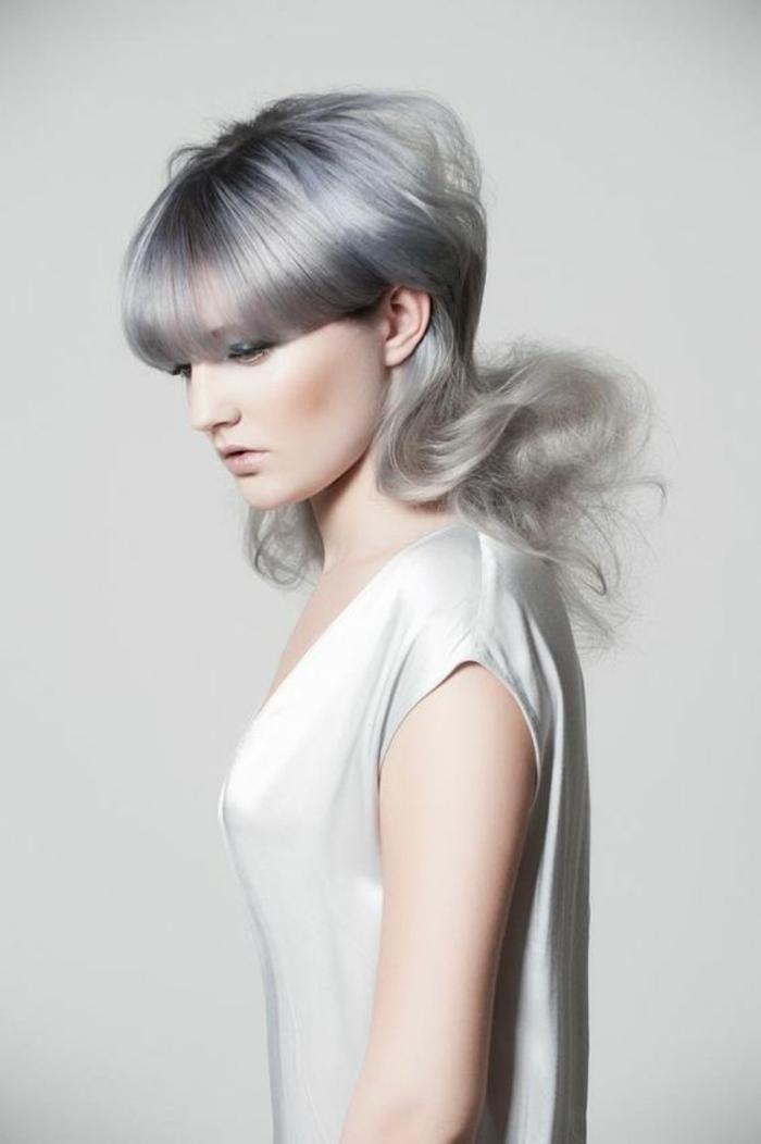 coupe cheveux femme mi long cheveux colorés en nuances grisatres tendance 2017