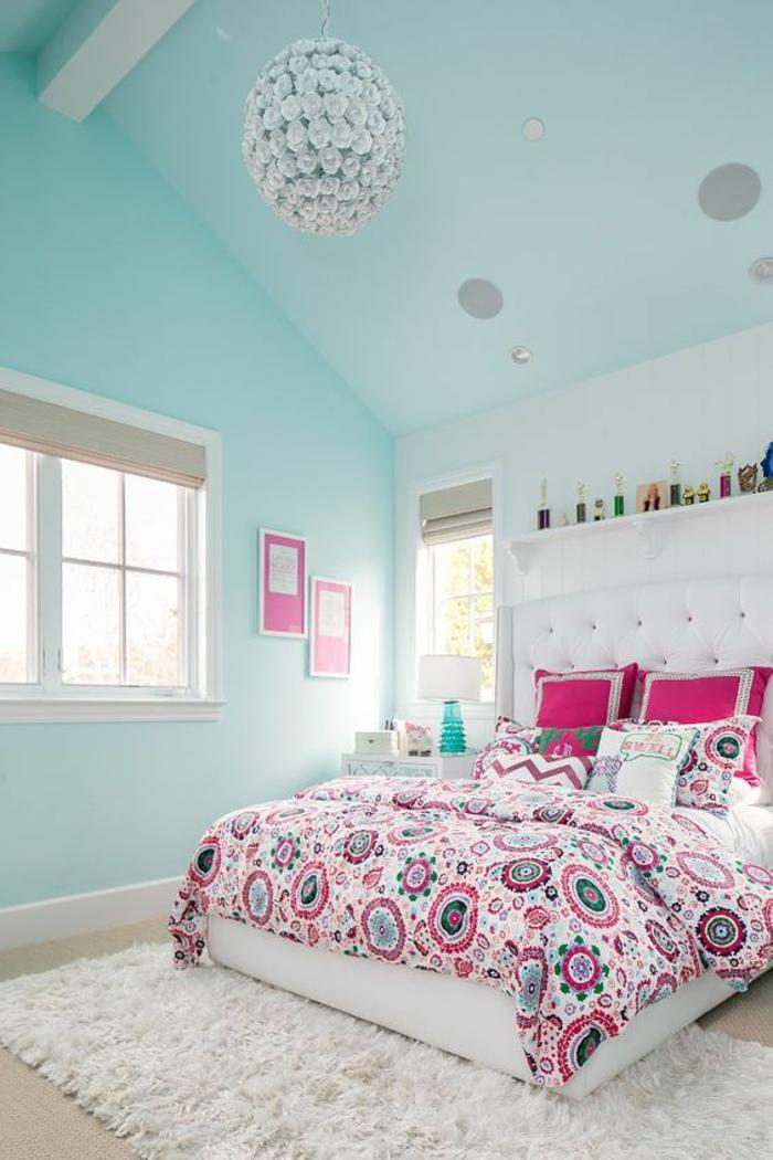 Couleur Magenta Dans Une Chambre Aux Murs Et Au Plafond Colores En Bleu  Pastel