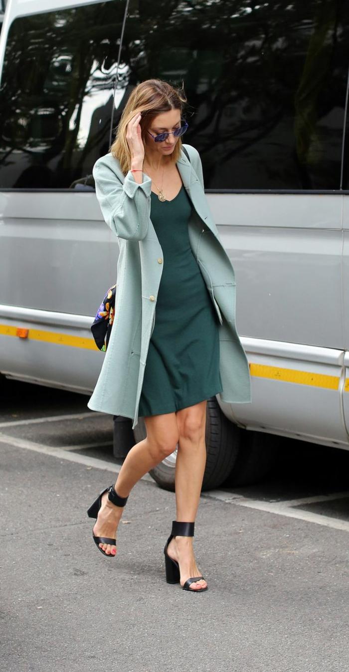 Belle tenue femme classe vert robe automne tenue manteau sandales à talon comment m habiller à la mode