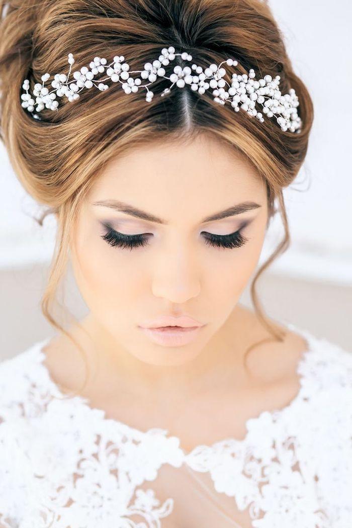 coiffure mariage cheveux long, maquillage yeux smoky, couleur de cheveux cuivré