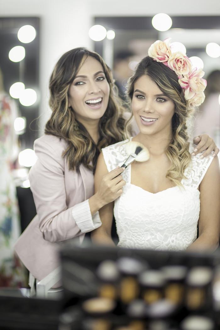modele de coiffure, visite salon de beauté, couronne de fleurs, préparations mariage, rouge à lèvre nude