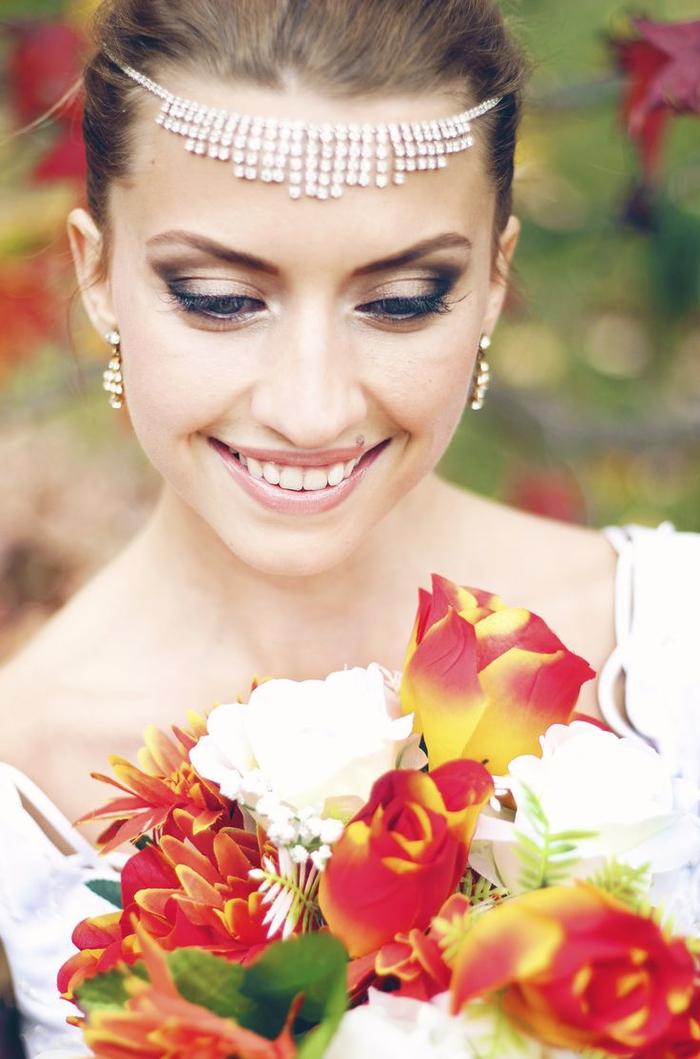 un maquillage mariage sublime avec un effet smoky eye léger et une bouche nude