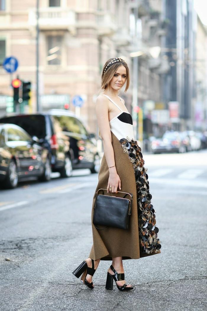 Délicat tissue tenu classe pour femme comment s habiller aujourd hui robe sac à main moderne