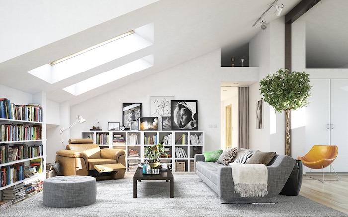 deco nordique, salon sous pente, plafond blanc, bibliothèque murale, fauteuil en cuir marron, pouf gris