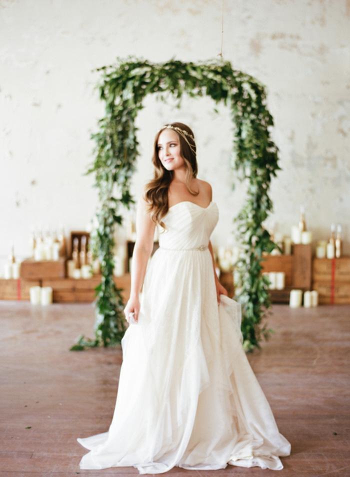 Décoration florale mariage arche de mariage fabriquer une arche image cool idée robe de mariée longue robe bustier