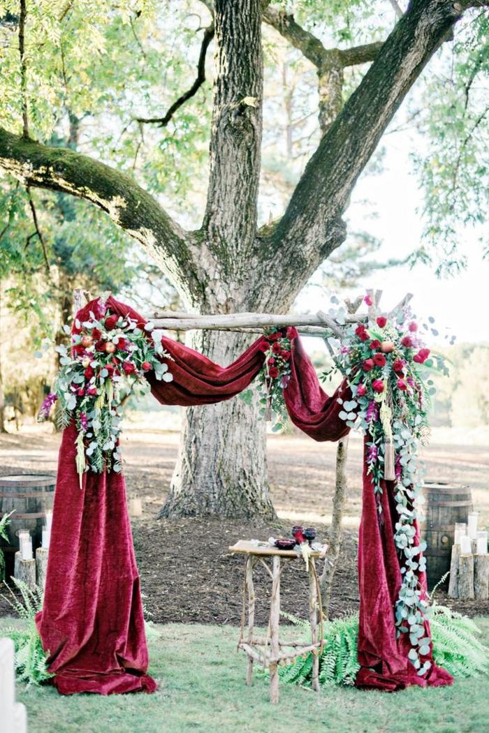 Excellente décor arche mariage composition florale mariage idee deco belle rouge drapeau fleurs bouquets corner