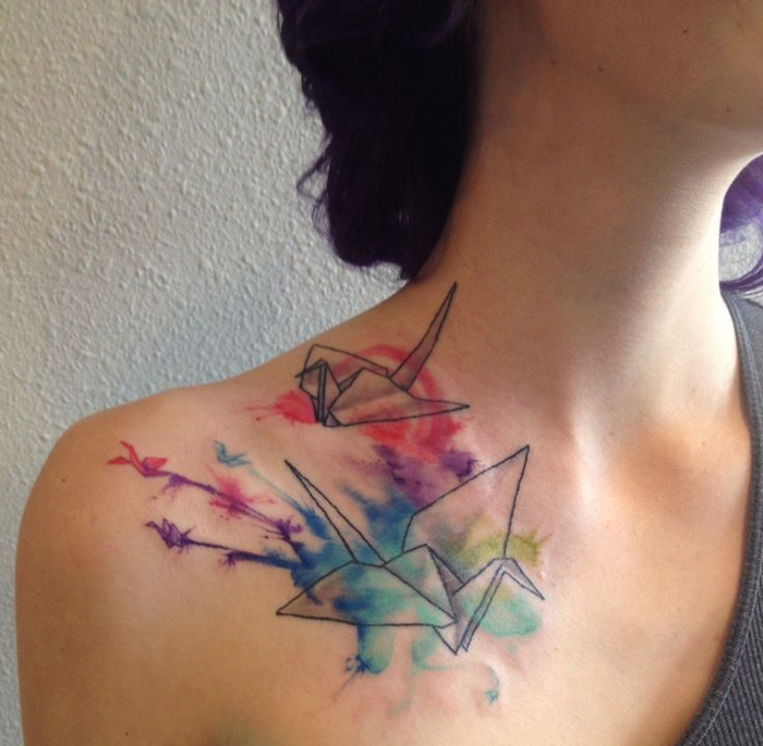 la poésie de la tatouage aquarelle associé aux formes élégantes et symétriques des grues origami