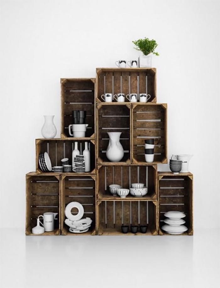 modèle astuce rangement cuisine, un vaisselier en caisses bois brut vintage, idée déco style rustique, campagne chic