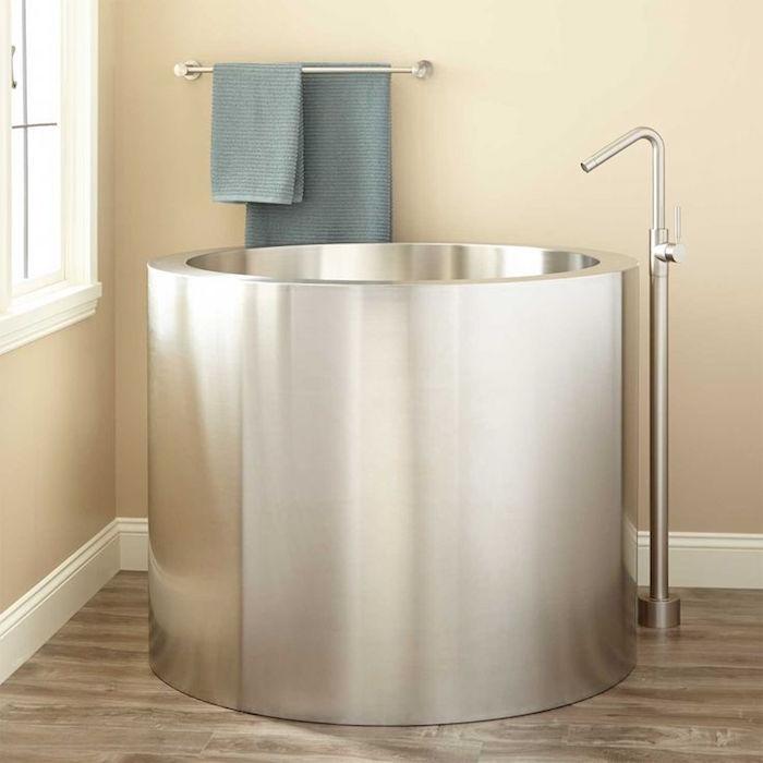 petite baignoire circulaire ronde finition en metal style acier design