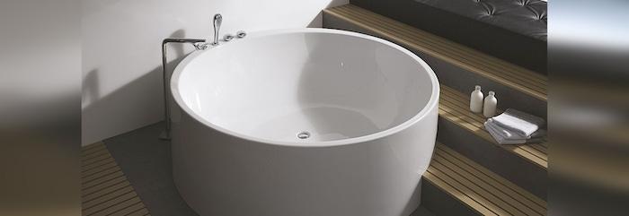 petit bain rond et baignoire circulaire blanche acrylique