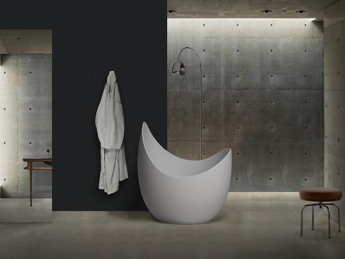 petite baignoire design oeuf et sabot ilot salle de bain moderne