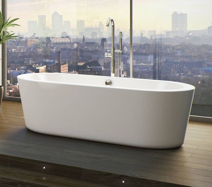 baignoire etroite dimensions petites luxe sur terrasse en bois