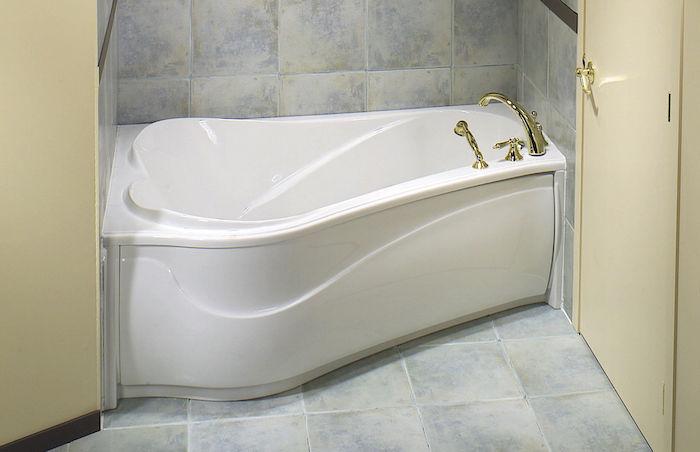 1001 id es petite baignoire plongez dans le petit for Baignoire carree encastrable