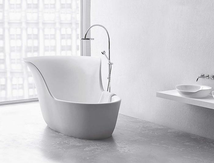 baignoire siege design petite blanche salle de bain moderne