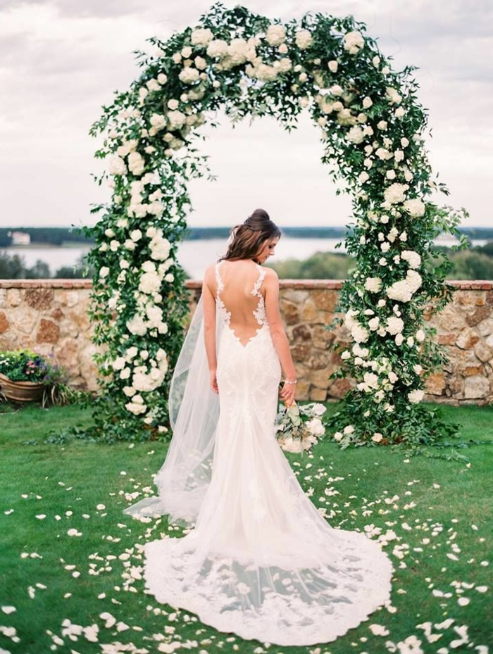 Fleuriste mariage arche cérémonie laïque composition floral mariage adorable idée mariage