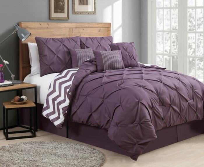 Aménagement chambre adulte deco chambre blanche gris et violet ligne de lit