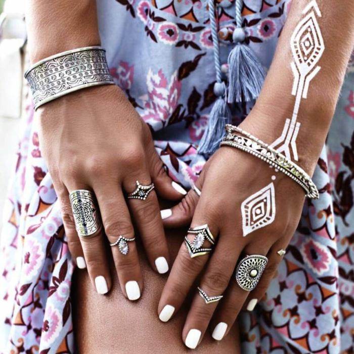 Style hippie robe boheme chic style boheme sac boheme chic accessoires hippie bague ronde bracelets hippie chic tenue