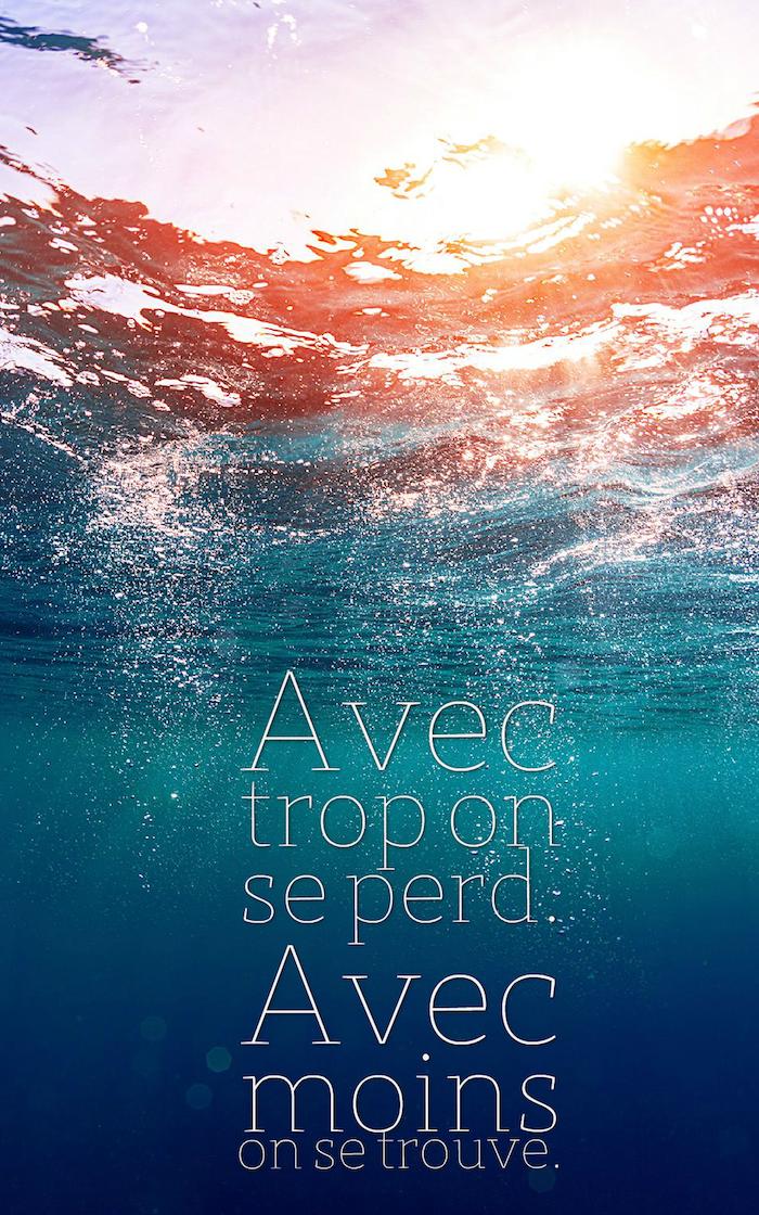 jolie phrase, écran verrouillage iPhone, photo fond d'océan avec rayons du soleil, lettres inspirantes