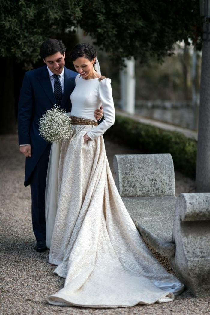Jolie robe de mariée manche longue robe de mariée originale longue jupe et top doré details