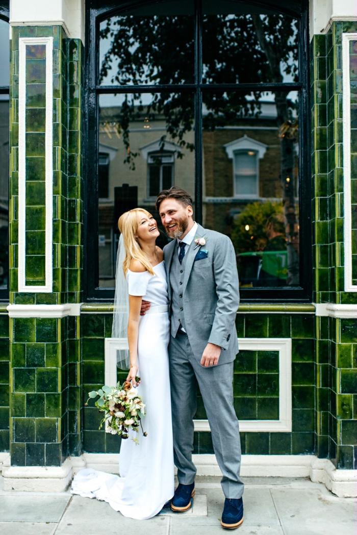 La robe de mariee rose poudré ou la robe de mariée blanche epaules nues simple robe de mariage classe